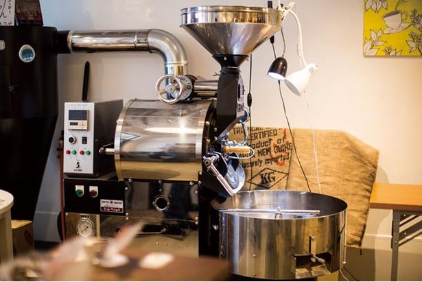 NEUTRAL COFFEE / 日夜、試行錯誤を共にする焙煎機