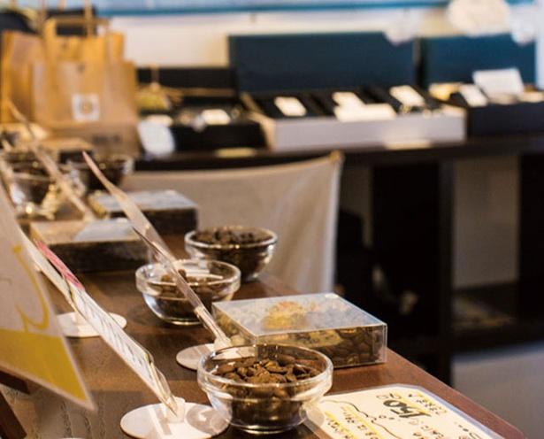 NEUTRAL COFFEE / 中南米、アフリカ、東南アジアなど、世界各国の豆を使用
