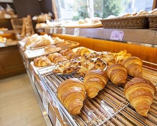ハマの定番おやつ 豊富なパンとスイーツが並ぶ地元民に愛される「BELLBE 本店」