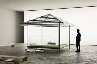 【写真を見る】吉岡徳仁の名を知らしめた「ガラスの茶室 - 光庵」