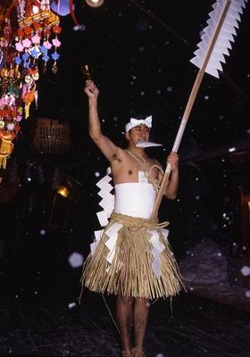 雪が降るなか行われる伝統ある裸参り