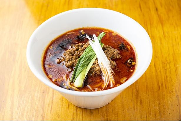 鶏ガラベースの成都式(せいとしき)担々麺をアレンジした「汁あり担々麺(並)」(900円)