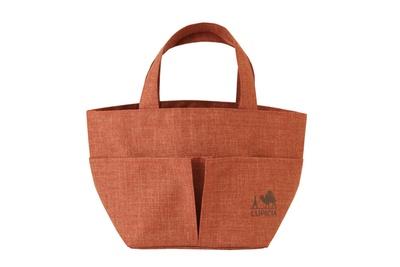 限定品Cは「オリジナル トートバッグ(オレンジ)」。外側に2つ、内側に1つポケットが付いているのも魅力
