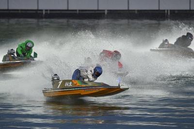2017年は単勝1.4倍と圧倒的な支持を集めた桐生順平が、1号艇から抜群のスタートを決めてそのまま逃げ切った
