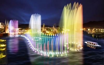 ハウステンボス「光の王国」。写真は日本最長級の光と音楽の噴水ショー「ウォーターマジック」