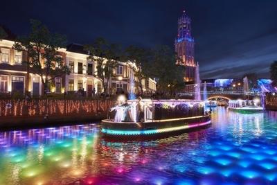 ヨーロッパ街を巡る、全長約300mの水上ナイトパレード
