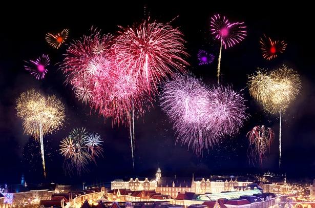 2018年12月22日(土)〜24日(祝)には「クリスマス花火」も実施