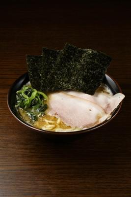 新定番の長尾家系ラーメン800円