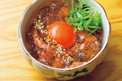 コースのユッケは、低温で約90分かけてじっくり調理/三代目 脇彦商店 本店