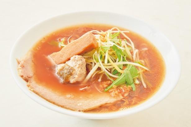 コクのある醤油スープは、アサリダシの優しい甘味が際立つ味わい/オコメノカミサマ