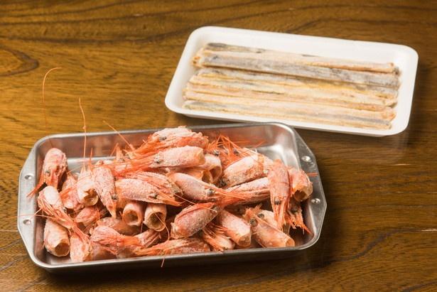 大量の甘エビや焼きアナゴなどを用いることで、スープに厚みと芳醇な香り、コクを加えている