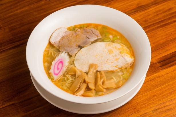 【写真を見る】長野で打った自家製麺を使用。エビ出汁塩ラーメン780円