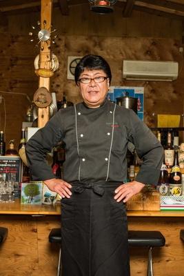 オーナーシェフの堀江幸助さん。イタリア・ナポリのピザコンテストで優勝した実績を持つ。プロのミュージシャン・作詞家でもある