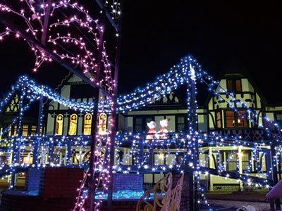 「軽井沢・冬ものがたり」と題し、町内各所で趣向をこらしたイルミが輝く