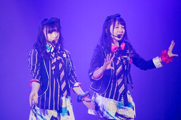 梅山恋和(左)・山本彩加(右)