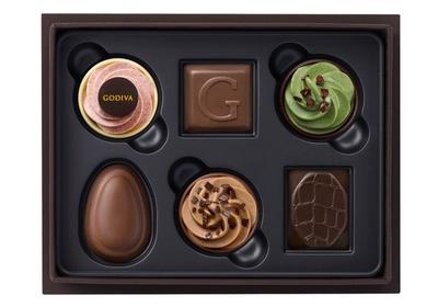 ベルギーで長く愛されているチョコレートと、「ゴディバフェアリーケークコレクション」の限定チョコレートを詰め合わせた「ベルジアンフェイバリットアソートメント」(6粒入2808円)