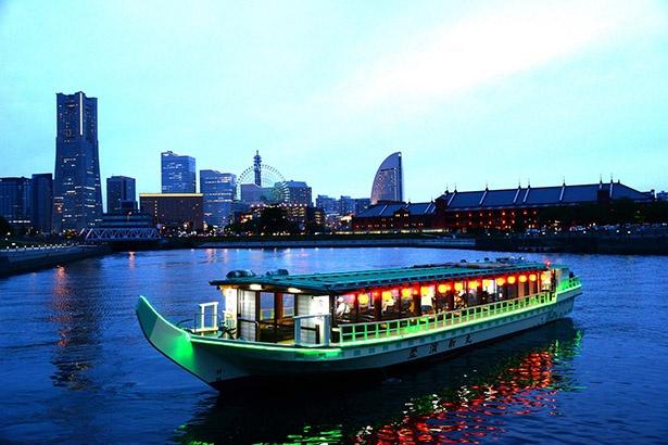 板前が乗船し、新鮮な海の幸が屋形船で味わえる!
