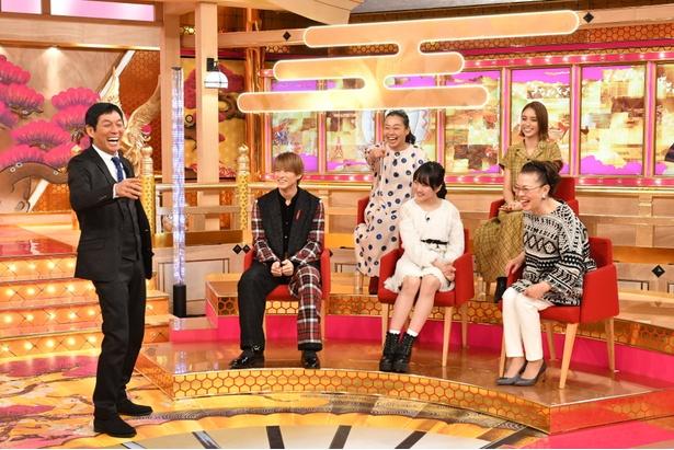 司会の明石家さんま(左)と、前列左からスタジオゲストの平野紫耀(King & Prince)、本田望結、柴田理恵。後列左からいとうあさこ、滝沢カレン