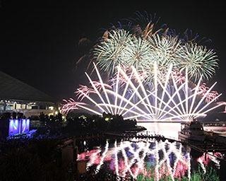 新年の幕開けと共に約3,000発の花火が上がる横浜・八景島シーパラダイス