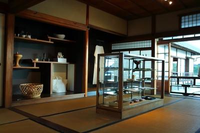 モダンな日本建築に現代の上質なアイテムがマッチ