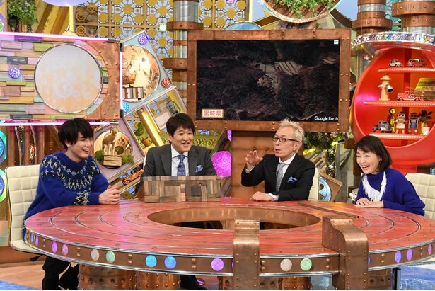 MCを務める所ジョージ(中央右)とパネラーの林修(中央左)、ゲストには間宮祥太朗(左)、財前直見(右)が登場