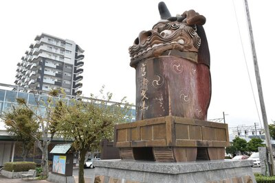 駅前の「赤獅子」が目印唐津の観光はここから!