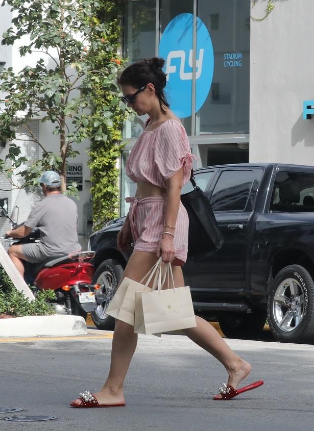 最近は女性的な装いが増えてきたケイティ