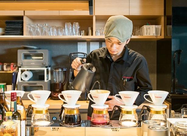 AROMA CAFE / マネージャーの光安さん。京都の喫茶店やイタリアで腕を磨いた