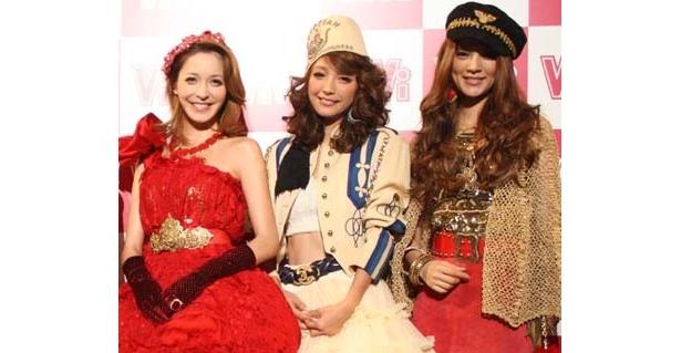 「ViViNight 2010」に登場するViViモデルの藤井リナ、木下優樹菜、渡辺知夏