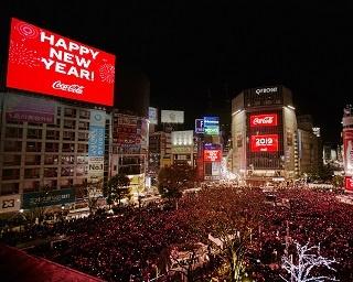 渋谷で平成最後の年越しカウントダウン!約12万人が参加、交差点が「コカ・コーラ」レッドに染まる