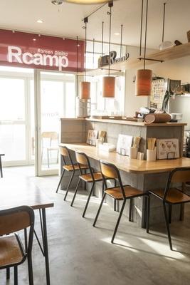 店内はカフェのような雰囲気で、女性でも入りやすい