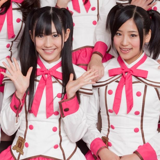 【写真を見る】派生ユニット「渡り廊下走り隊」では渡辺麻友と肩を並べていた仲川遥香