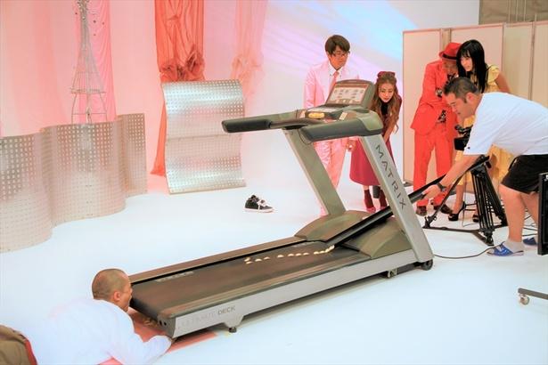 「トゥルルさまぁ~ず」最新話では、ランニングマシンを使った企画に挑戦する