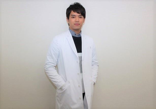 三浦貴大は外科医・九十九を演じる
