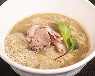 【写真を見る】53's猪白湯(1,000円)。イノシシ100%のスープはコク旨!