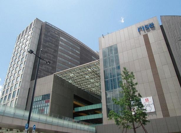 飲食店以外に、オフィス、病院、図書館、映画館も設置され、駅周辺で全てが完結する二子玉川