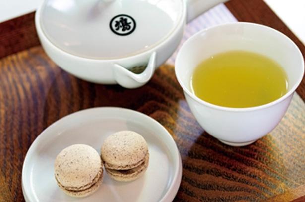 聞香メニューは煎茶とお菓子付き/聞香処