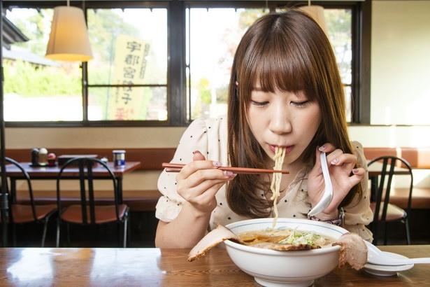 「麺がモチモチ!」本気で食べて完食!