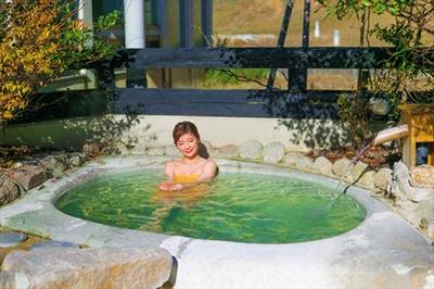 【画像を見る】国内有数のラドン含有量を誇る「露天風呂」