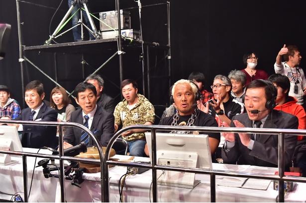 真壁刀義選手(右から2番目)が試合の解説を担当