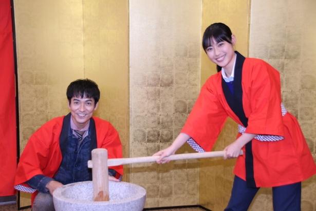 息の合ったコンビネーションを見せる沢村一樹と瀧本美織