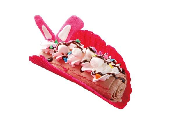 ウサギの耳×ビビットピンクがかわいい!「アイスクリームタコス」(600円) チョコレートのロールアイス入り / FUWA CANDY STORE