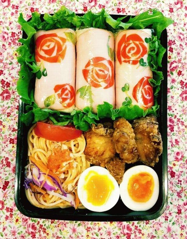 「味も見た目も女の子が喜ぶかわいいサンドイッチです」「薔薇のロールサンドイッチ弁当」(投稿者:マユマヤマさん)
