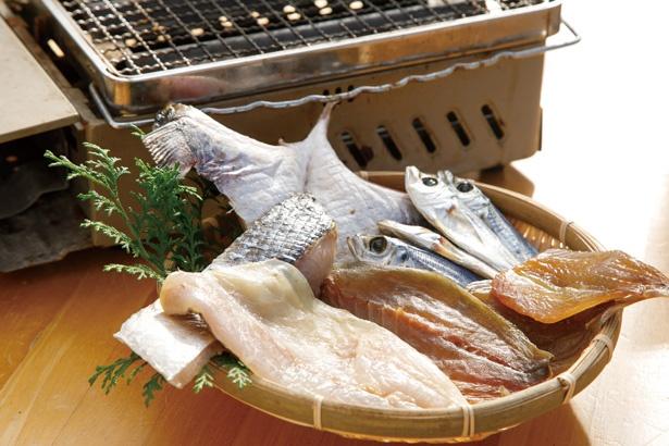 干物セット(1500円~)も。地元の漁師から届く、旬の鮮魚を干した自家製だ