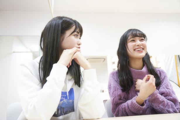 左から生見愛瑠、鈴木美羽