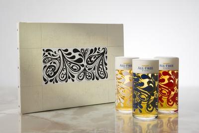 香取描き下ろしのアート作品がデザインされたオリジナルグラス