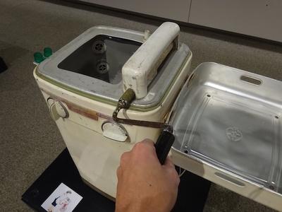 【写真を見る】昭和30年代に存在したローラー式洗濯機