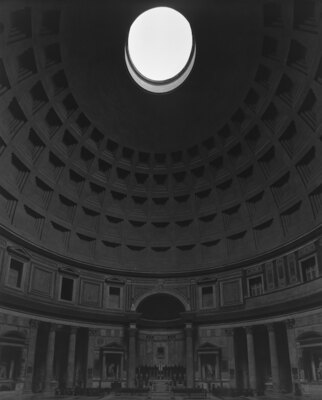 杉本博司「パンテオン、ローマ」(2015年、ゼラチン・シルバー・プリント)
