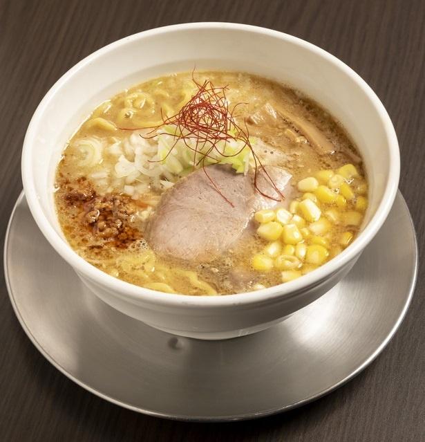 【写真を見る】麺は中太、手もみのちぢれ麺。鶏白湯みそラーメン750円