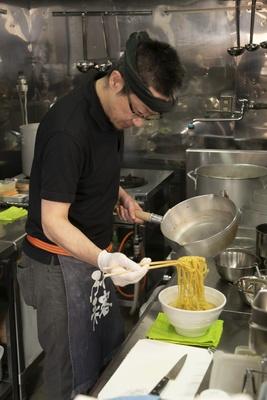 「煮干し以外で勝負します!」と店主の芳本秀之さん